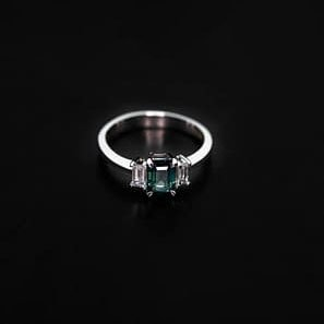 18k White Gold Emerald and Diamond Ring - ID: P328