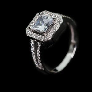 14k White Gold Cz. Engagement Ring - ID: A773