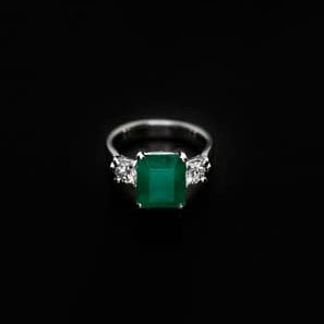950 Platinum Diamond and Emerald Engagement Ring - ID: P636