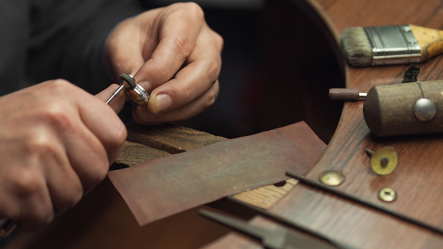 Eternity Jewellery goldsmith repairs a ring